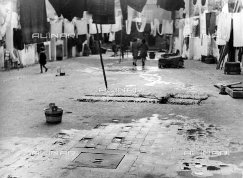 LFA-F-000162-0000 - Veduta animata di una piazza, Venezia - Data dello scatto: 1950 ca. - Archivi Alinari, Firenze