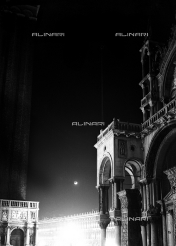 LFA-F-000338-0000 - Eclipse of the moon photographed on a limpid Venetian night. In the foreground, a view of the end part of the right facade of the Basilica of San Marco