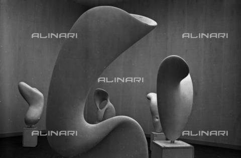 LFA-S-00000D-0413 - Allestimento delle sculture di Alberto Viani alla Biennale di Venezia, curato dall'architetto Carlo Scarpa - Data dello scatto: 1958 ca. - Archivi Alinari, Firenze