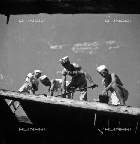LFA-S-00000D-0418 - Operai al lavoro alla Biennale di Venezia - Data dello scatto: 1958 ca. - Archivi Alinari, Firenze
