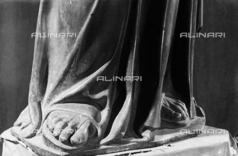 LFA-S-00000H-0201 - Statua di San Marco (particolare dei piedi), Torcello, Venezia - Data dello scatto: 1950 ca. - Archivi Alinari, Firenze