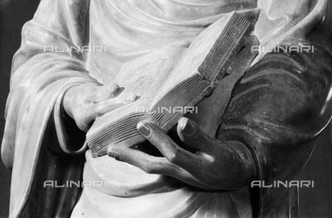 LFA-S-00000H-0205 - Statua di San Marco (particolare delle mani), Torcello, Venezia - Data dello scatto: 1950 ca. - Archivi Alinari, Firenze
