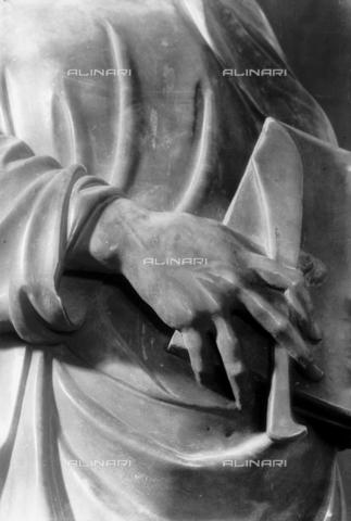 LFA-S-00000H-0701 - Statua di San Bartolomeo (particolare della mano), Torcello, Venezia - Data dello scatto: 1950 ca. - Archivi Alinari, Firenze