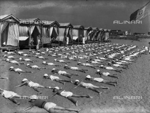 LFA-S-00000N-0001 - Children in a summer camp on the Lido of Venice