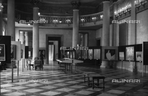 LFA-S-00000Z-0009 - Sala espositiva di una mostra d'arte - Data dello scatto: 1950 ca. - Archivi Alinari, Firenze