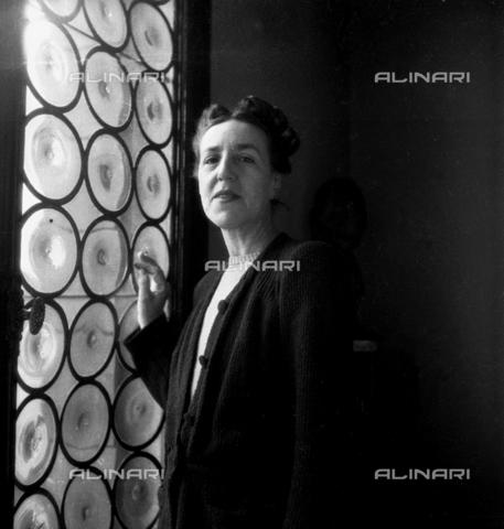 LFA-S-0000B1-0002 - Ritratto femminile, Venezia - Data dello scatto: 1950 ca. - Archivi Alinari, Firenze