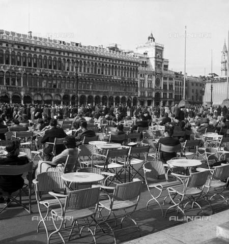 LFA-S-0000B2-1437 - The Procuratie Vecchie in Piazza San Marco, Venice