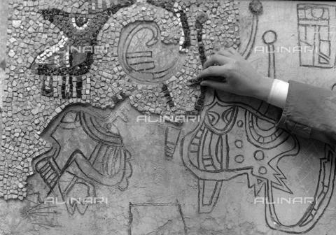 LFA-S-0000O1-0069 - Istituto d'Arte di Venezia: un mosaico realizzato da uno dei ragazzi della scuola - Data dello scatto: 1945 ca. - Archivi Alinari, Firenze