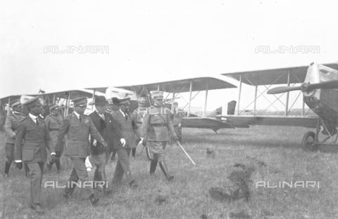 LLA-S-000MM2-0002 - Benito Mussolini (1883-1945) all'aeroporto di Centocelle - Data dello scatto: 1926 - Archivio Luigi Leoni / Archivi Alinari