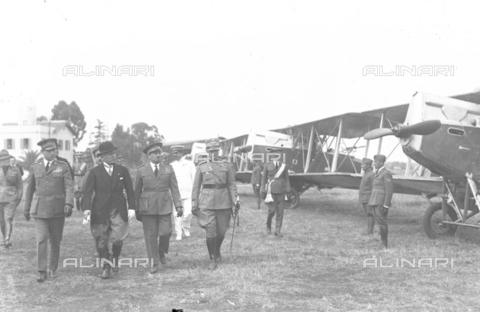LLA-S-000MM2-0005 - Benito Mussolini (1883-1945) passa in rivista le forze aeree all'aeroporto di Centocelle - Data dello scatto: 1926 - Archivio Luigi Leoni / Archivi Alinari
