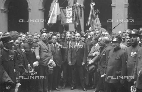 LLA-S-000MM4-0001 - Benito Mussolini (1883-1945) portrayed in Palazzo Chigi with a representative of the tram drivers union - Date of photography: 1926 - Luigi Leoni Archive / Alinari Archives