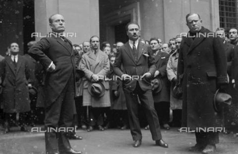 LLA-S-000MM4-0004 - Benito Mussolini (1883-1945) portrayed in Palazzo Chigi with a representative of the tram drivers union - Date of photography: 1926 - Luigi Leoni Archive / Alinari Archives