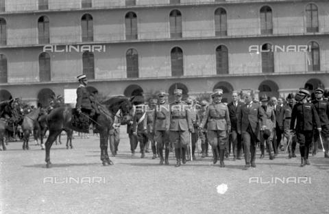 LLA-S-000MM6-0002 - Benito Mussolini (1883-1945) alla caserma Pastrengo durante la Festa dell'Arma dei Carabinieri - Data dello scatto: 05/06/1926 - Archivio Luigi Leoni / Archivi Alinari