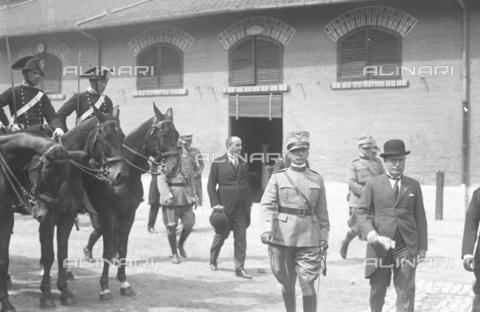 LLA-S-000MM6-0004 - Benito Mussolini (1883-1945) alla Caserma Pastrengo durante la Festa dell'Arma dei Carabinieri - Data dello scatto: 05/06/1926 - Archivio Luigi Leoni / Archivi Alinari