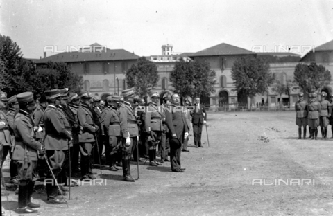LLA-S-000MM6-0005 - Benito Mussolini (1883-1945) alla Caserma Pastrengo durante la Festa dell'Arma dei Carabinieri - Data dello scatto: 05/06/1926 - Archivio Luigi Leoni / Archivi Alinari