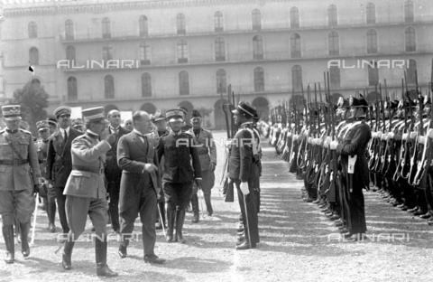 LLA-S-000MM6-0007 - Benito Mussolini (1883-1945) alla Caserma Pastrengo durante la Festa dell'Arma dei Carabinieri - Data dello scatto: 05/06/1926 - Archivio Luigi Leoni / Archivi Alinari