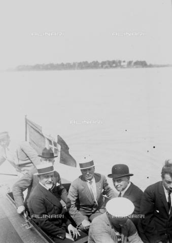 LLA-S-000MM8-0003 - Benito Mussolini (1883-1945) in visita alle colonie marine insieme al Governatore di Roma Filippo Cremonesi (1872–1942) - Data dello scatto: 01/06/1926-31/08/1926 - Archivio Luigi Leoni / Archivi Alinari