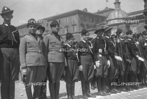 LLA-S-00MM31-0002 - Due dei figli di Benito Mussolini (1883-1945), Vittorio (1916-1997) e Bruno (1918-1941) ritratti con la divisa da balilla - Data dello scatto: 1928 - Archivio Luigi Leoni / Archivi Alinari