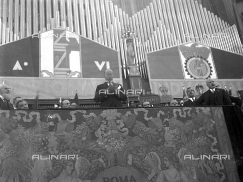 LLA-S-00MM34-0001 - Benito Mussolini (1883-1945) durante il discorso per l'Assemblea Nazionale degli Industriali tenutasi all'Augusteo - Data dello scatto: 22/06/1928 - Archivio Luigi Leoni / Archivi Alinari