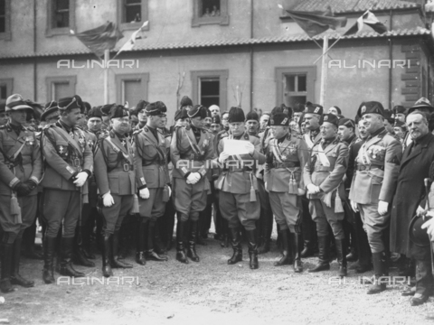 LLA-S-00MM35-0003 - Benito Mussolini (1883-1945) inaugura il comando generale della milizia nel quartiere Parioli - Data dello scatto: 1928 - Archivio Luigi Leoni / Archivi Alinari