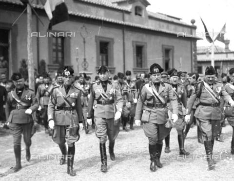 LLA-S-00MM35-0005 - Benito Mussolini (1883-1945) inaugura il comando generale della milizia nel quartiere Parioli - Data dello scatto: 1928 - Archivio Luigi Leoni / Archivi Alinari