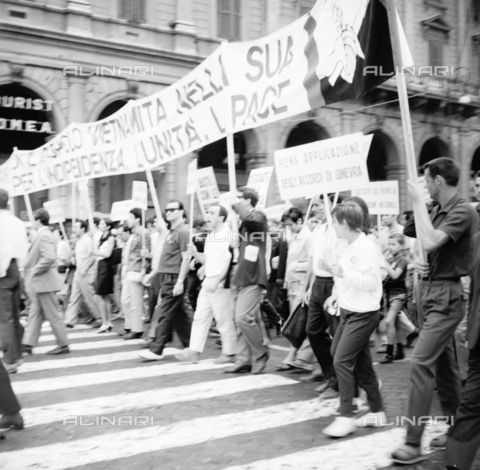 LLA-S-00X241-0002 - march of peace, demonstrator, manifest, demonstrators, procession, left, communism - Data dello scatto: 27/07/1966 - Luigi Leoni Archive / Alinari Archives