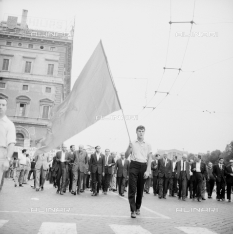 LLA-S-00X241-0004 - march of peace, demonstrator, manifest, demonstrators, procession, left, communism - Data dello scatto: 27/07/1966 - Luigi Leoni Archive / Alinari Archives