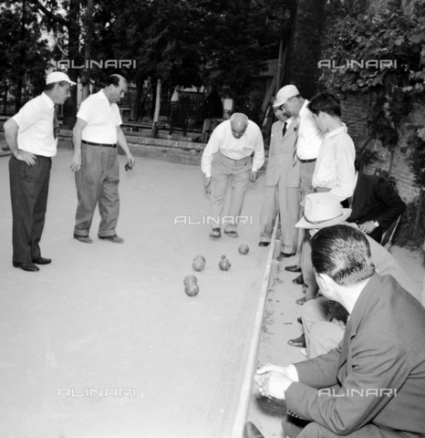 LLA-S-00X771-0002 - After work of ENAL (National Agency for Workers Assistance): bowls championship - Data dello scatto: 10/06/1956 - Luigi Leoni Archive / Alinari Archives