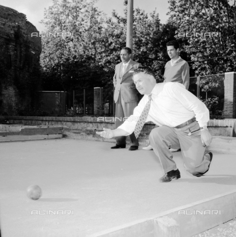 LLA-S-00X771-0004 - After work of ENAL (National Agency for Workers Assistance): bowls championship - Data dello scatto: 10/06/1956 - Luigi Leoni Archive / Alinari Archives