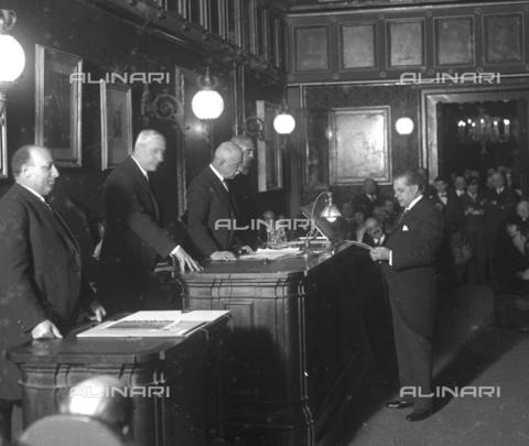 LLA-S-072BIS-0001 - Il direttore d'orchestra Pietro Mascagni (1863-1945) giura davanti ai membri dell'Accademia Nazionale di San Luca - Data dello scatto: 1929 - Archivio Luigi Leoni / Archivi Alinari