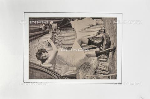 """LVQ-L-000215-P021 - Woman in petticoat, photography taken from the dossier """"Le Deshabillé documentaire. Etude artistique Illustrée de Cent compositions photographiques d'après Nature"""", 2 Fascicule, J. B. de la Hoà¼e, Nouvelle Librairie Artistique 7-9 Rue de la Boà«tie, Paris - Date of photography: 1900-1910 ca. - Fratelli Alinari Museum Collections, Florence"""
