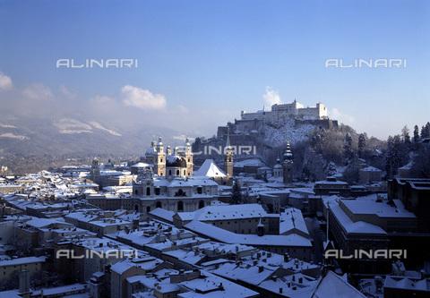 MBA-F-021028-0000 - Veduta di Salisburgo con la neve - Data dello scatto: 20/01/2000 - Florian Monheim / Bildarchiv Monheim / Archivi Alinari