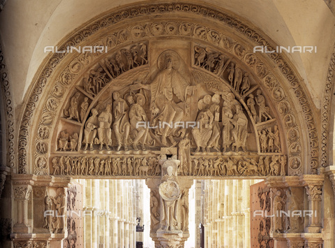 MBA-F-023266-0000 - Bezel with Christ in glory, detail of the Central portal of the narthex of the Sainte Madeleine Cathedral in Vézelay - Data dello scatto: 03/01/2006 - Achim Bednorz / Bildarchiv Monheim / Alinari Archives