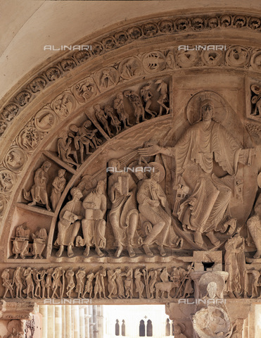 MBA-F-023277-0000 - Bezel with Christ in glory, detail of the Central portal of the narthex of the Sainte Madeleine Cathedral in Vézelay - Data dello scatto: 03/01/2006 - Achim Bednorz / Bildarchiv Monheim / Alinari Archives