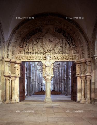 MBA-F-024490-0000 - Portale centrale del nartece della Cattedrale della Sainte Madelaine di Vézelay - Data dello scatto: 03/01/2006 - Achim Bednorz / Bildarchiv Monheim / Archivi Alinari