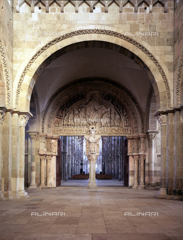MBA-F-024491-0000 - The Central portal of the narthex of the Sainte Madeleine Cathedral in Vézelay - Data dello scatto: 03/01/2006 - Achim Bednorz / Bildarchiv Monheim / Alinari Archives