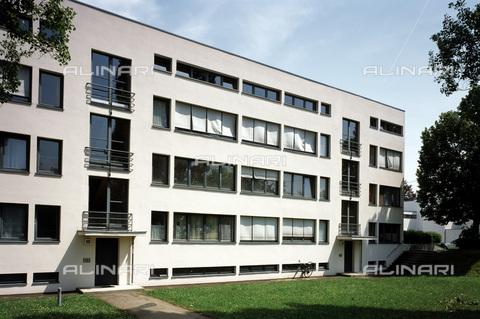 MBA-F-060446-0000 - Blocco residenziale progettato da Mies van der Rohe (1886-1969) nel quartiere di Weissenhof a Stoccarda - Data dello scatto: 06/07/2006 - Florian Monheim / Bildarchiv Monheim / Archivi Alinari