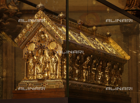 MBA-F-062355-0000 - Sarcophagus of Charlemagne preserved in the choir of the Cathedral of Aachen - Florian Monheim / Bildarchiv Monheim / Alinari Archives