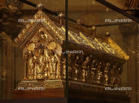 MBA-F-062355-0000 - Sarcofago di Carlo Magno conservato nel coro della Cattedrale di Aquisgrana - Florian Monheim / Bildarchiv Monheim / Archivi Alinari