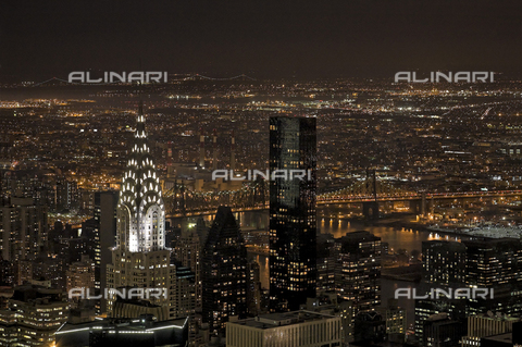 MBA-F-065312-0000 - View of Manhattan from the Empire State Building: the Chrysler Building, the Trump World Tower, Queensboro Bridge and Long Island - Data dello scatto: 14/03/2008 - Jochen Helle / Bildarchiv Monheim / Alinari Archives