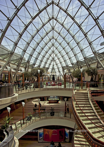 MBA-F-065711-0000 - Interior of a shopping center and Hotel in Dubai - Data dello scatto: 25/03/2007 - Jochen Helle / Bildarchiv Monheim / Alinari Archives