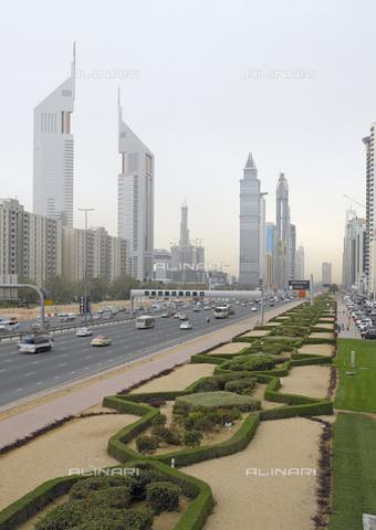 MBA-F-065724-0000 - Sheikh Zayed Road a Dubai - Data dello scatto: 25/03/2007 - Jochen Helle / Bildarchiv Monheim / Archivi Alinari