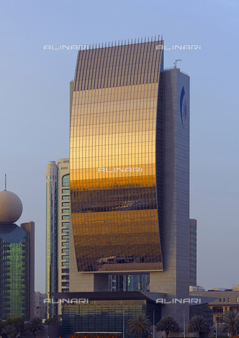 MBA-F-065759-0000 - Skyscraper of Dubai National Bank designed by architect Carlos Ott (1946-) - Data dello scatto: 30/06/2007 - Jochen Helle / Bildarchiv Monheim / Alinari Archives