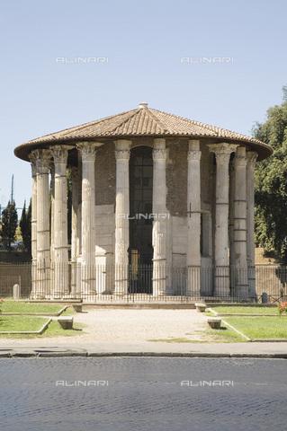 MBA-F-065913-0000 - Il tempio di Ercole Vincitore detto Tempio di Vesta in piazza della Bocca della Verità a Roma - Achim Bednorz / Bildarchiv Monheim / Archivi Alinari