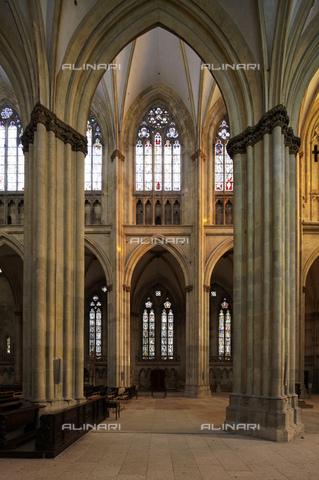 MBA-F-069977-0000 - Veduta della navata della Cattedrale di San Pietro a Ratisbona - Florian Monheim / Bildarchiv Monheim / Archivi Alinari