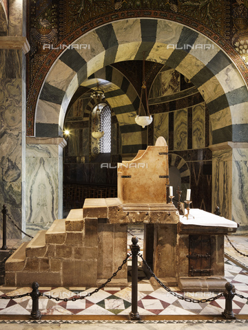 MBA-F-071651-0000 - Throne of Charlemagne preserved in the Palatine Chapel inside the Cathedral of Aachen - Florian Monheim / Bildarchiv Monheim / Alinari Archives