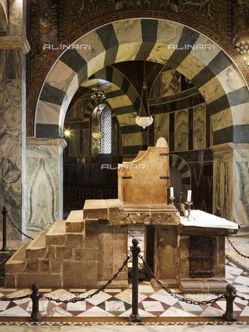 MBA-F-071651-0000 - Trono di Carlo Magno conservato nella Cappella Palatina all'interno della Cattedrale di Aquisgrana - Florian Monheim / Bildarchiv Monheim / Archivi Alinari
