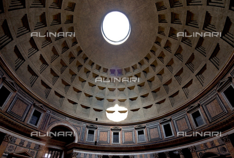 MBA-F-073046-0000 - Interior of the Pantheon, Rome - Schtze-Rodemann / Bildarchiv Monheim / Alinari Archives