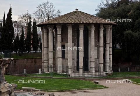 MBA-F-073060-0000 - Il tempio di Ercole Vincitore detto Tempio di Vesta in piazza della Bocca della Verità a Roma - Schtze-Rodemann / Bildarchiv Monheim / Archivi Alinari