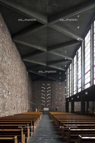 MBA-F-077948-0000 - Interno della Chiesa di Sant'Anna a Düren progettata da Rudolf Schwarz (1897-1961) - Data dello scatto: 09/10/2103 - Florian Monheim / Bildarchiv Monheim / Archivi Alinari